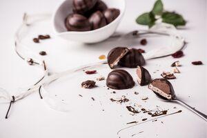 Dlaczego inni potrafią zjeść tylko kostkę czekolady a ja nie?